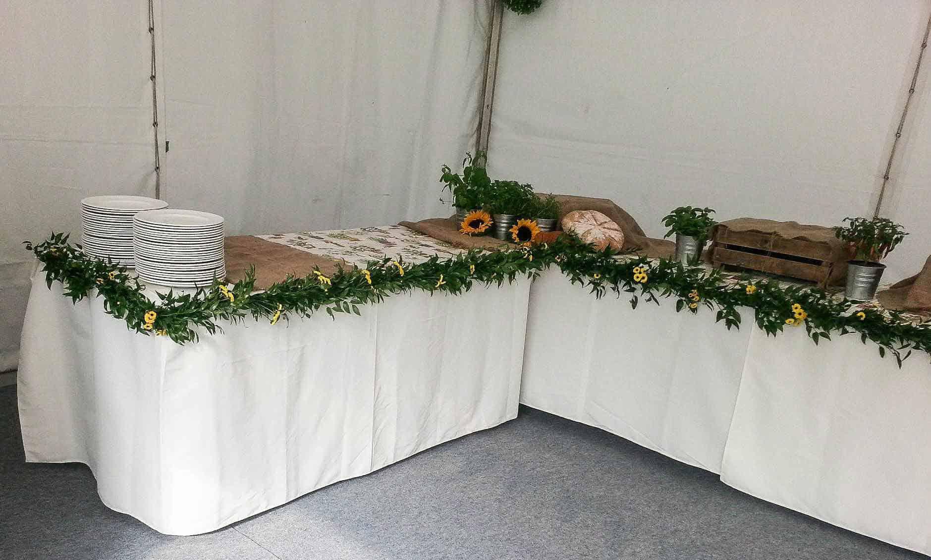 Rosebuds_flowers_Torquay_wedding_table