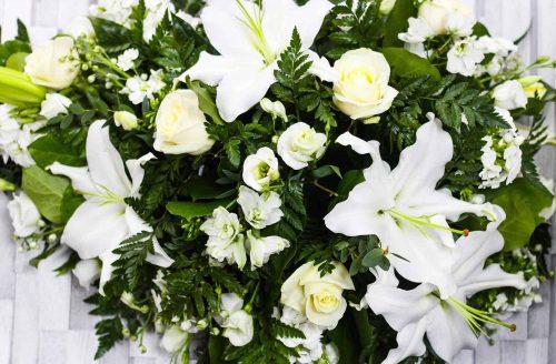 Rosebuds_flowers_table_displays