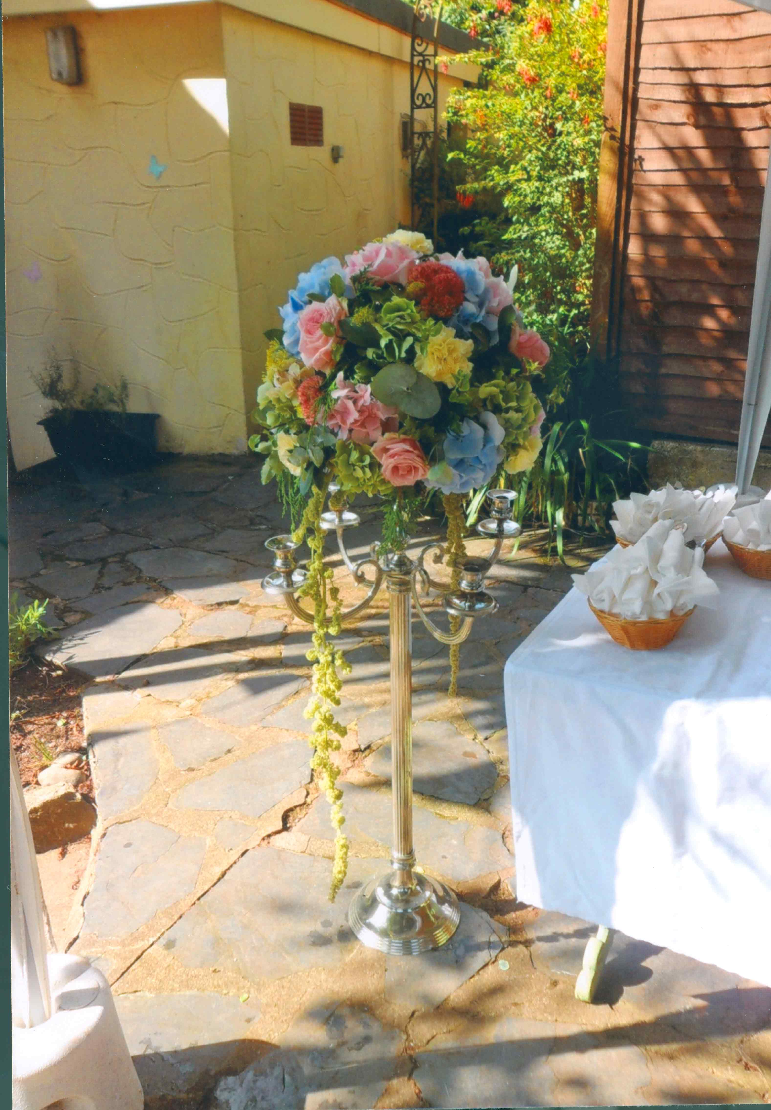 rosebuds_florists_wedding_flowers_stand